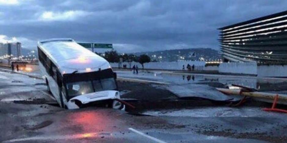 Lluvias provocan inundaciones y socavones en Querétaro