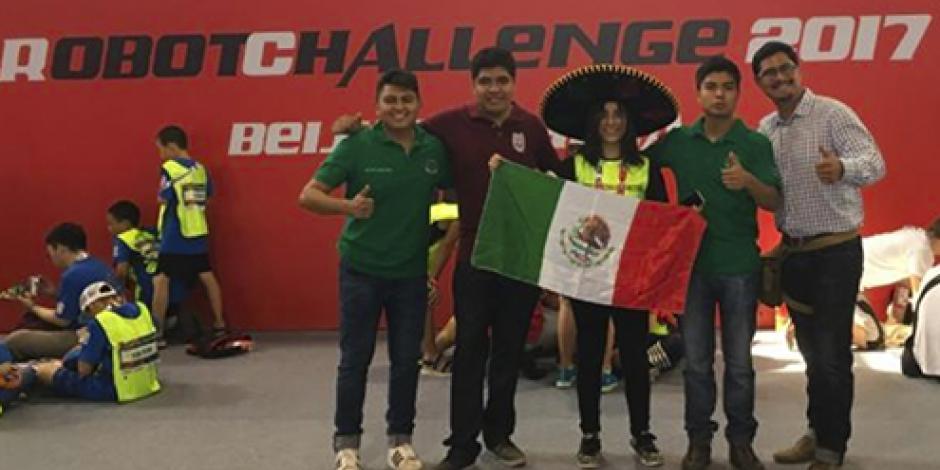 Politécnicos ganan medallas de plata y bronce en RobotChallenge 2017