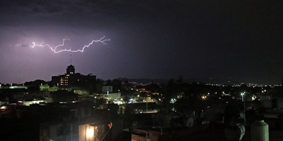 Prevén amplias zonas de tormenta por la tarde en gran parte del país