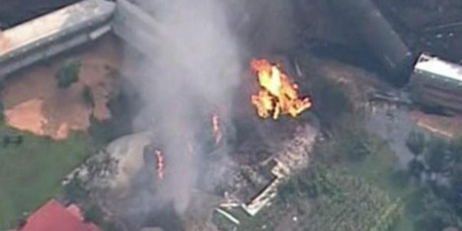 Se descarrilan e incendian vagones de tren en EU