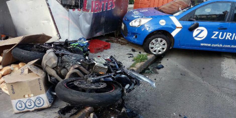 Motociclista se va contra puesto de tortas tras chocar