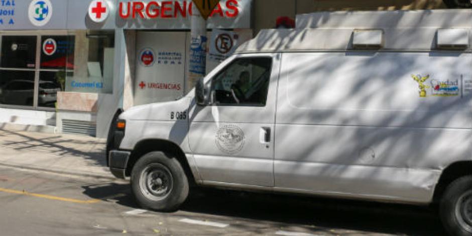 Trasladan a Elba Esther a hospital tras desmayo