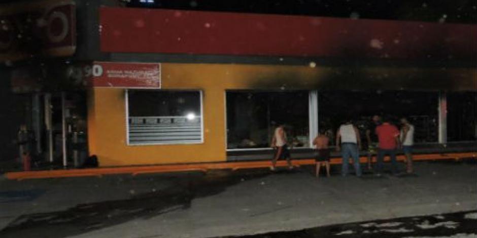Cierran tiendas Oxxo en Apatzingán por inseguridad