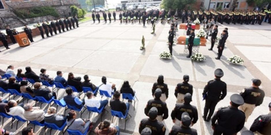 Rinden último homenaje a policías asesinados en Naucalpan
