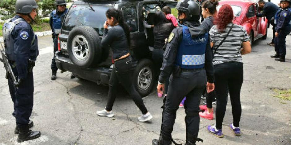 """Suman 6 detenidos en panteón durante funeral de """"El Ojos"""""""