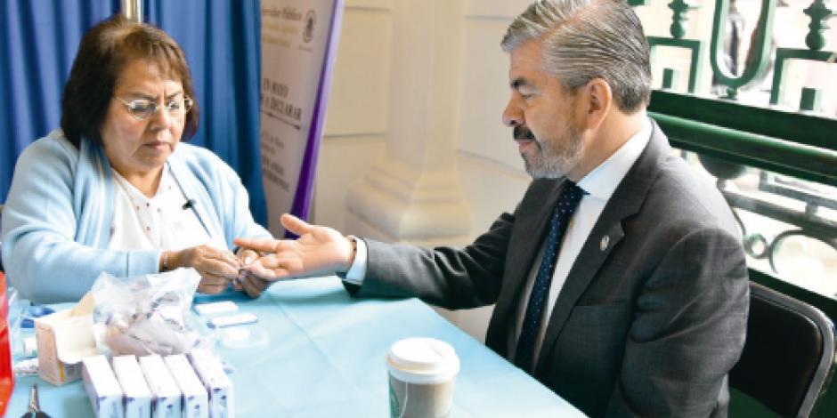 Diputados dan ejemplo contra el VIH y el cáncer