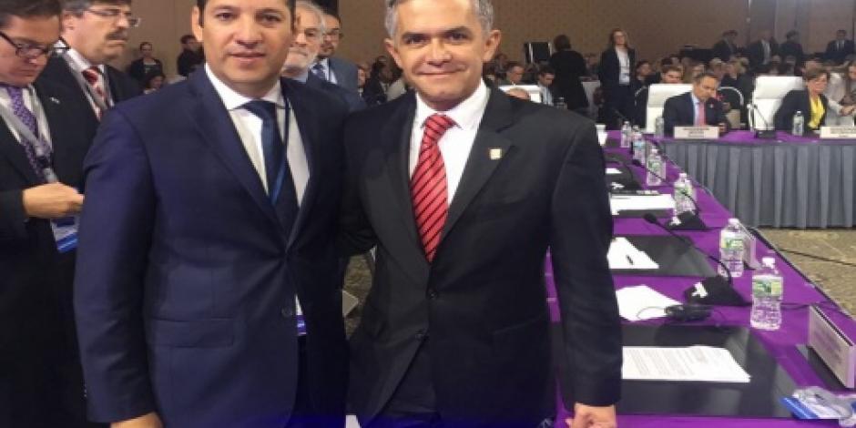Asiste gobernador de Querétaro a reunión de gobernadores en EU