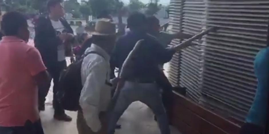 Manifestantes toman Ciudad Judicial de Oaxaca