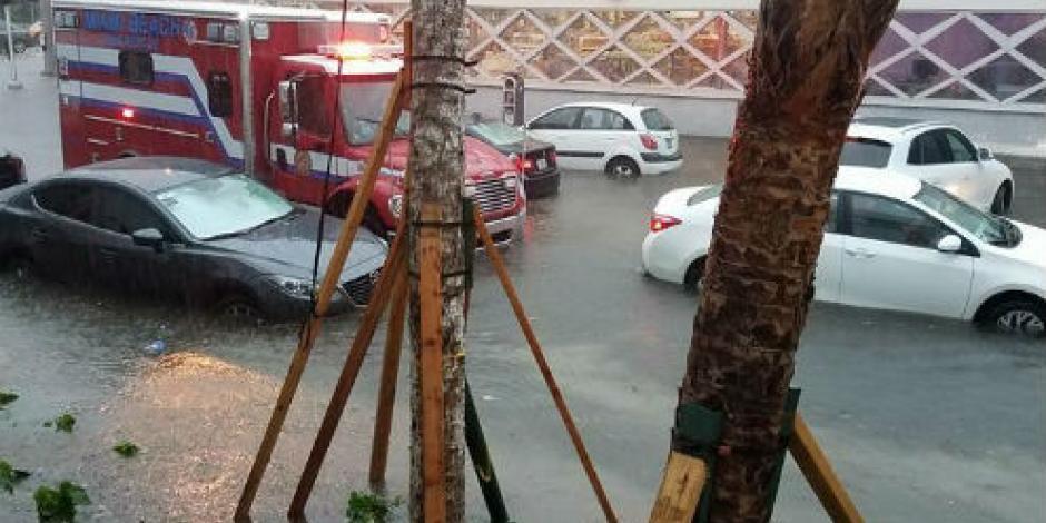 """""""Emily"""" causa inundaciones tras paso por Miami"""