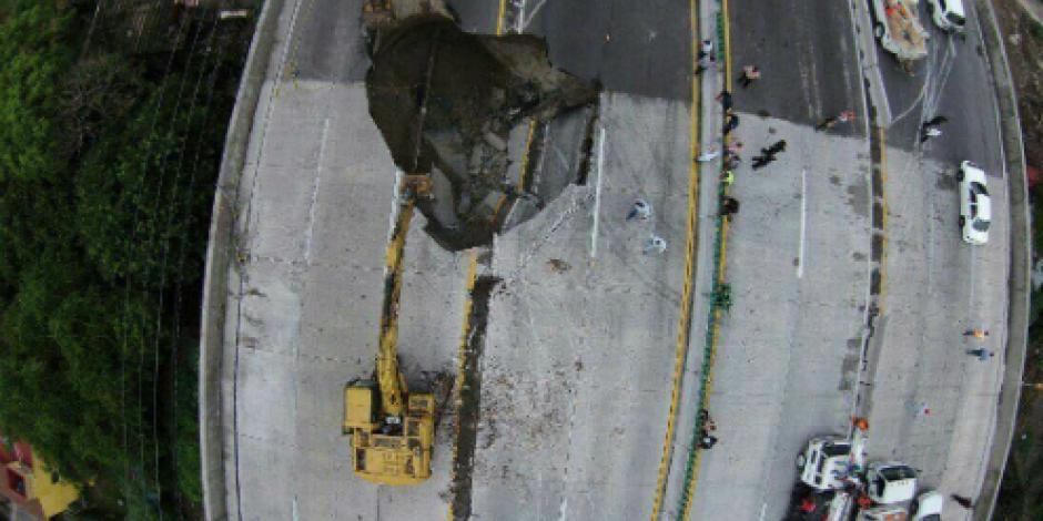 Confirman muerte de las dos personas que cayeron a socavón en Paso Exprés