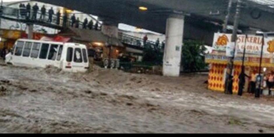 Se inunda Vía José López Portillo