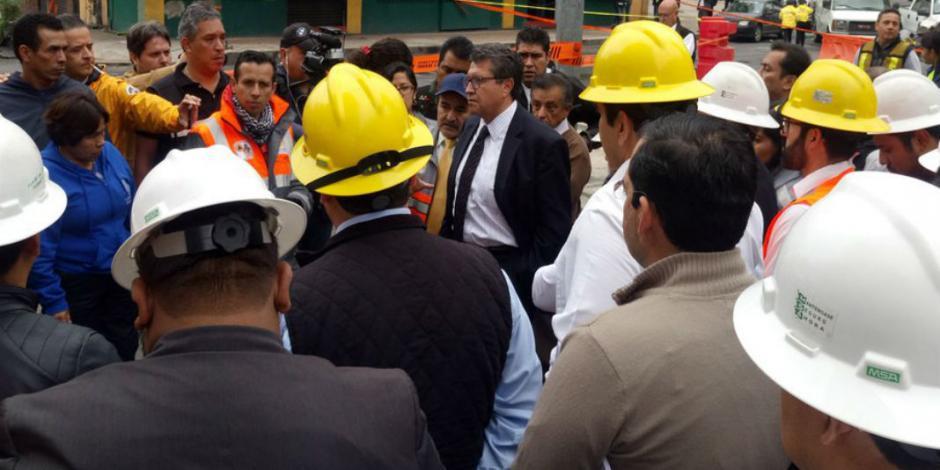 Supervisa Monreal trabajos en socavón; analizan desalojo de hotel