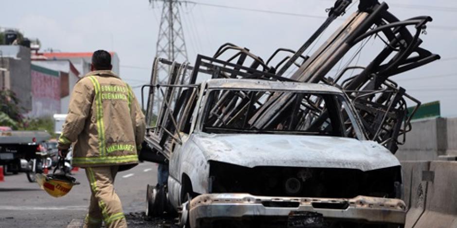 Se incendia camioneta en Paso Exprés de Morelos