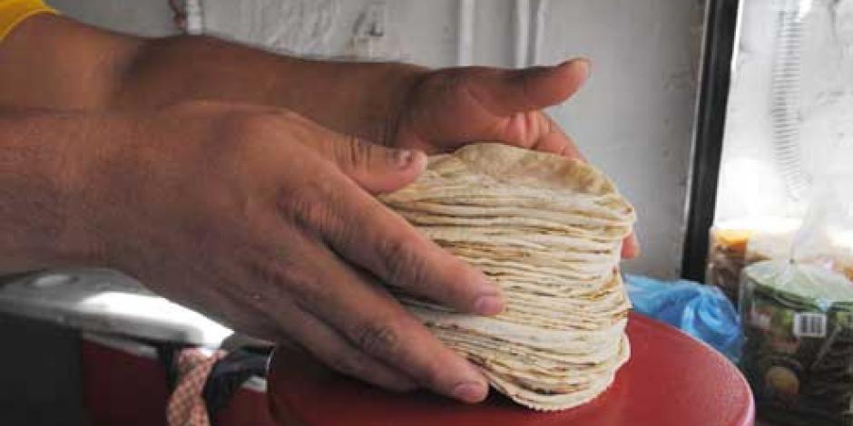 Alza al  precio de tortilla, por aumento de insumos, informa líder