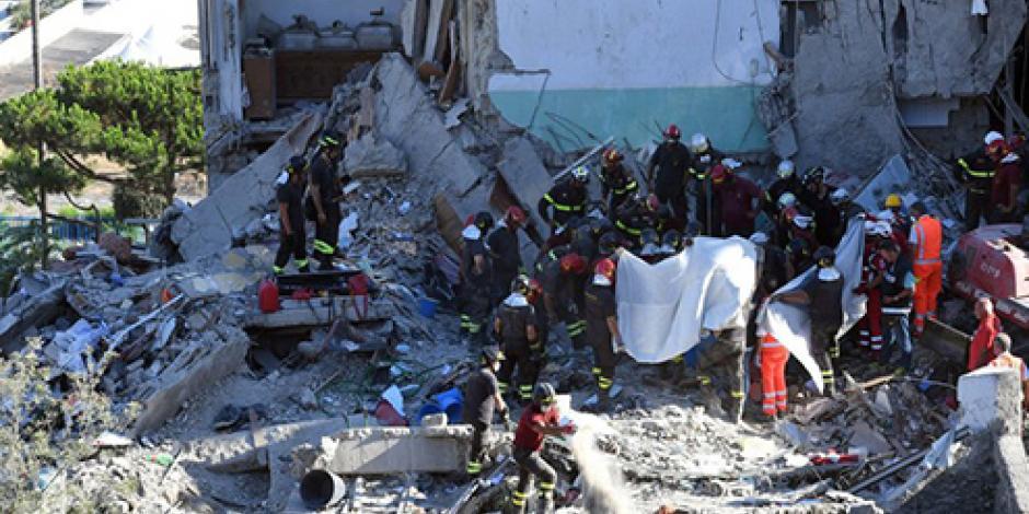 Encuentran 8 cuerpos en escombros de un edificio derrumbado en el sur de Italia