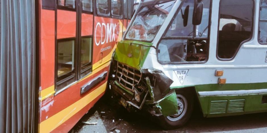 Choca micro con Metrobús en la GAM