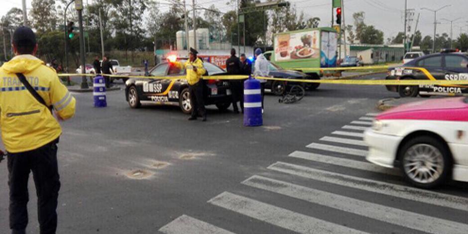 Muere policía de la CDMX que viajaba en su bicicleta al ser arrollado