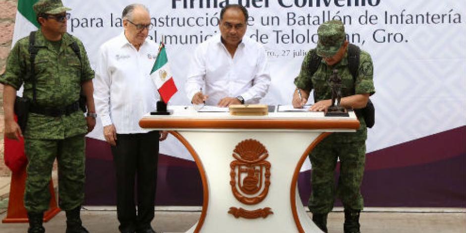 Astudillo firma convenio para construir nuevo batallón en Guerrero