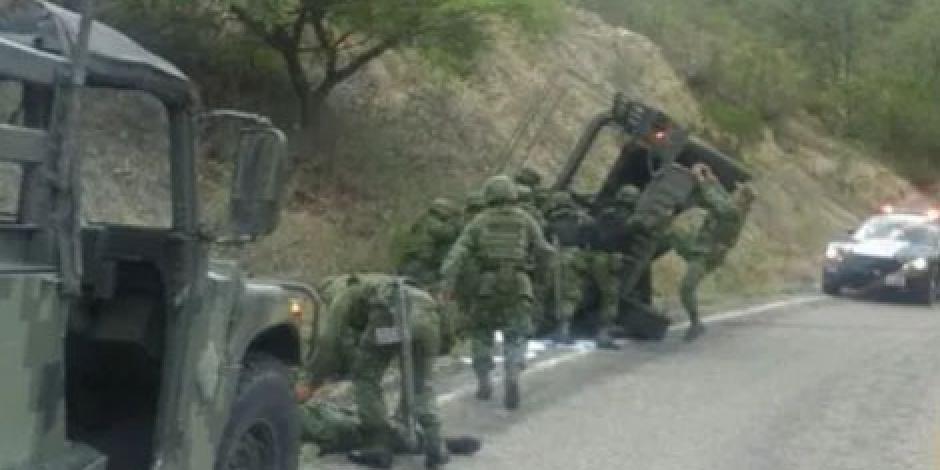 Reportan dos soldados muertos tras volcadura de vehículo en Puebla