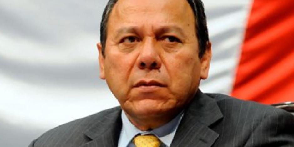 AMLO miente sobre supuesta adición de diputados a Morena, afirma Zambrano