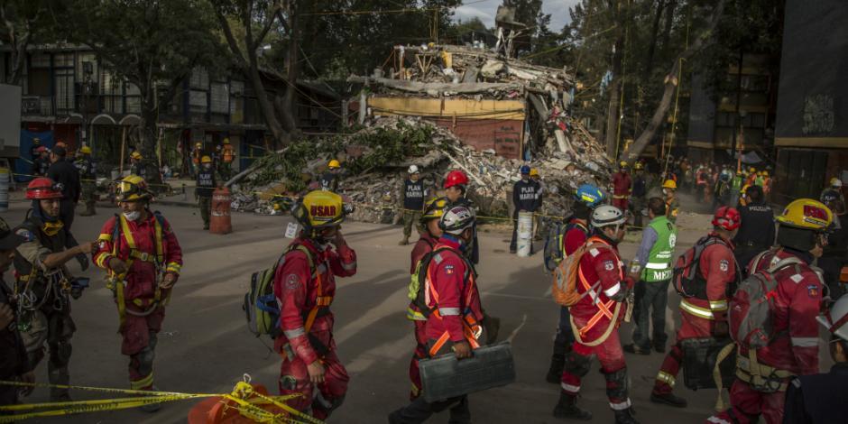 Aumenta a 319 la cifra de muertos tras sismo de 7.1 grados