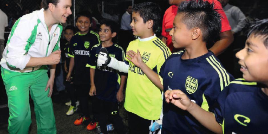 Velasco impulsa deporte para evitar las adicciones