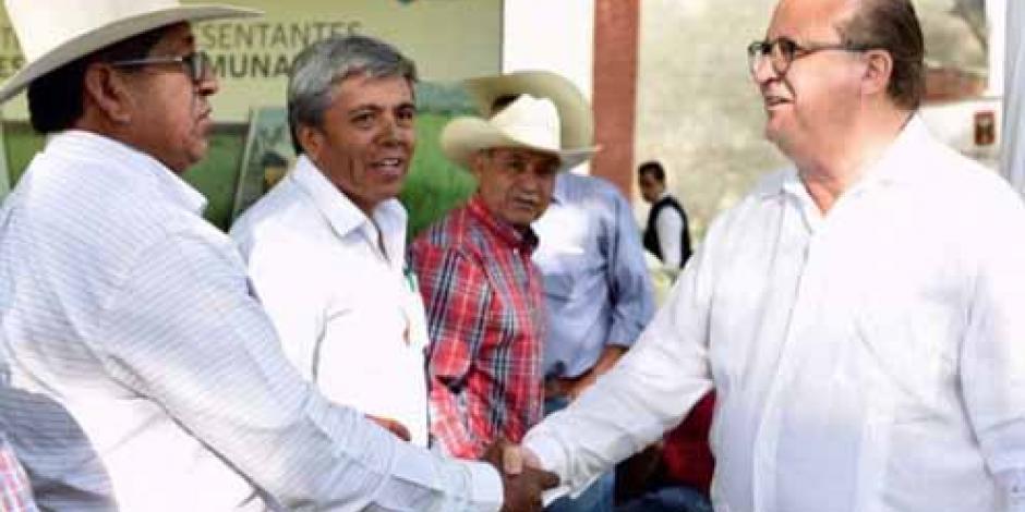 Acuerda Graco con campesinos impulso a la  comercialización de su producción