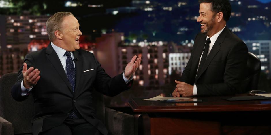 Exvocero de Trump se roba el show de los Emmy