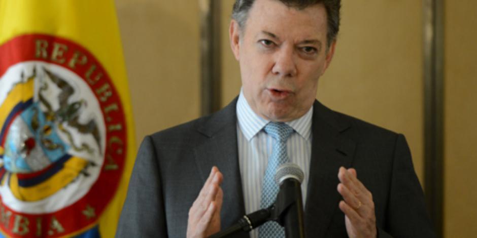 Venezuela actúa como dictadura al censurar medios colombianos, afirma Santos