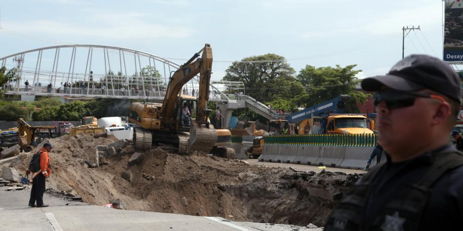 Destituyen a delegado de la SCT en Morelos por socavón en Paso Exprés