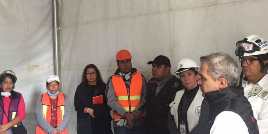 Respalda Mancera a familias de víctimas de edificio en Álvaro Obregón