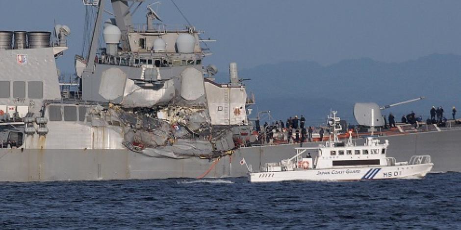 Buscan a 7 marinos de destructor de EU que chocó en el mar contra un buque en Japón