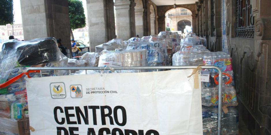 Mantienen centro de acopio en el Zócalo y abren albergue