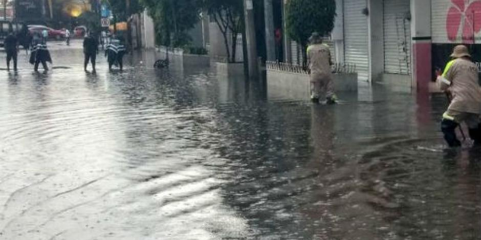 Suman 21 encharcamientos por lluvia en la CDMX