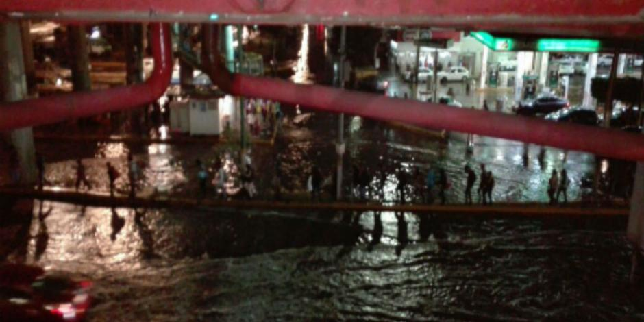 Suspenden servicio en Línea B y 5 del Metro por inundaciones