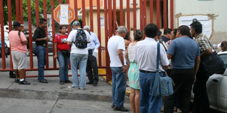 Presentan cargos contra tres custodios tras riña en penal de Acapulco