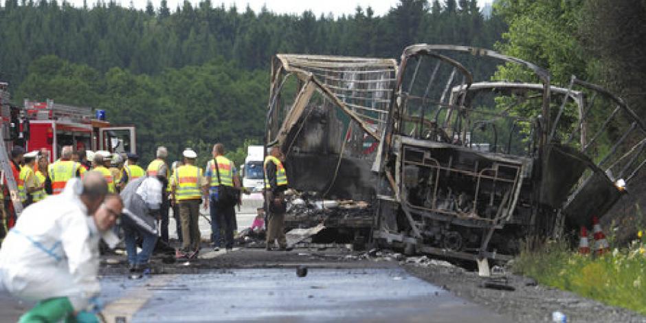 Choque e incendio de autobús en Alemania deja 31 heridos