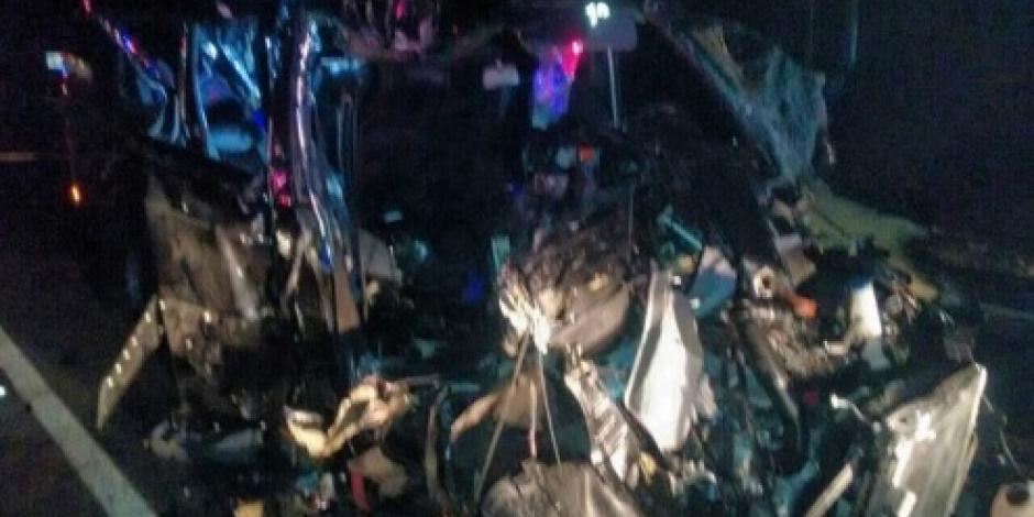 Un muerto y 16 heridos en choque en la autopista Siglo XXI, Michoacán