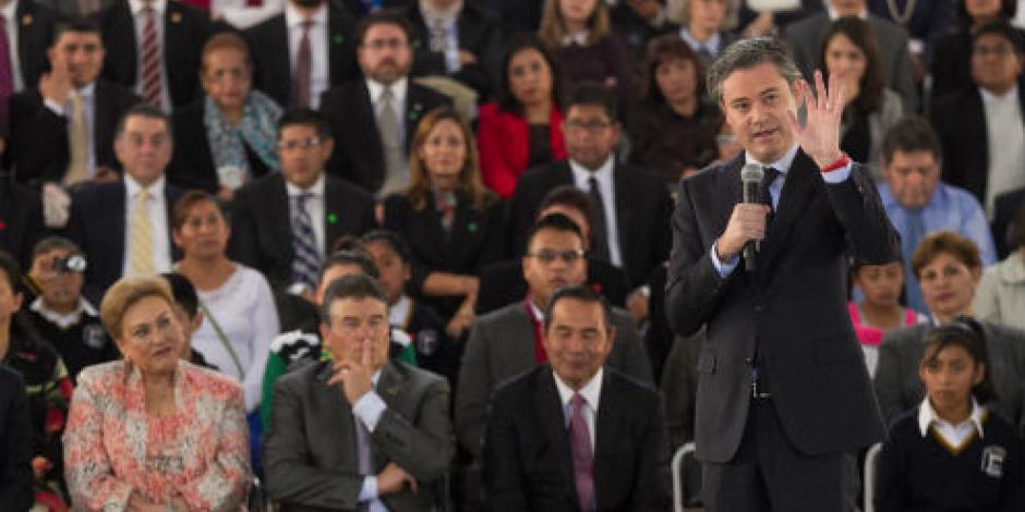 Nuño anuncia plan de normalistas bilingües; primera generación lista en 2022