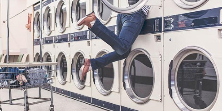 Chino atora su cabeza en lavadora; bomberos lo rescatan