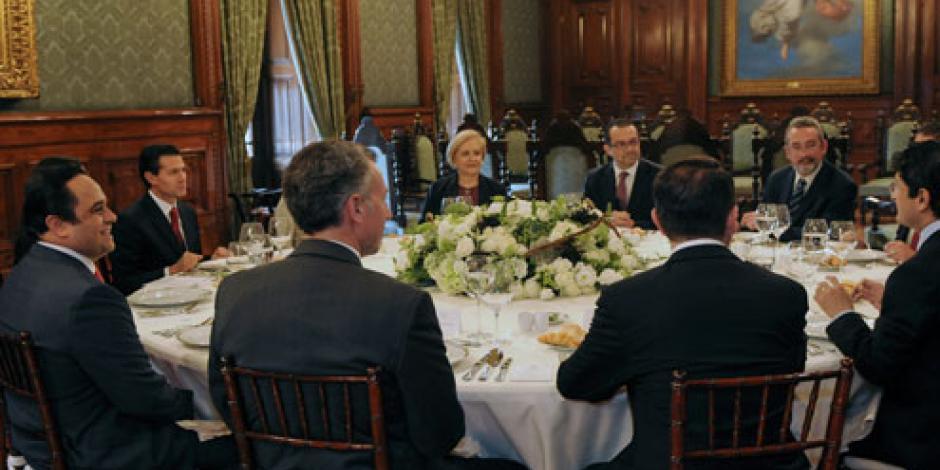 Se reúne EPN con comisionados del INAI
