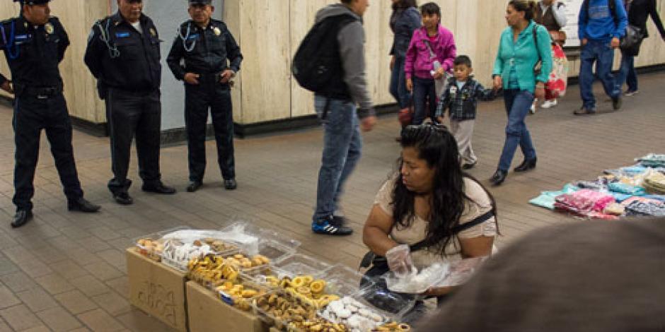 Arrestan a 132 personas por vender en el Metro