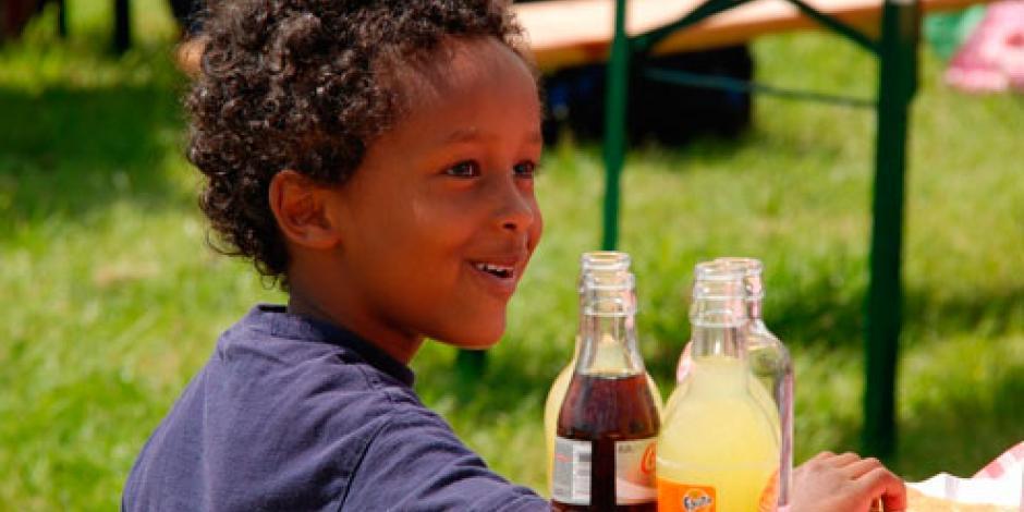 OMS pide aumentar precio de bebidas azucaradas para reducir consumo