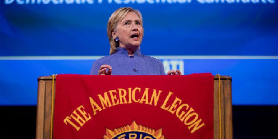 Trump se tragó sus palabras en México, señala equipo de Clinton