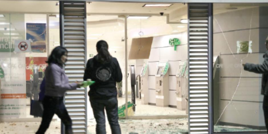 Atacan con explosivos CFE en la Narvarte