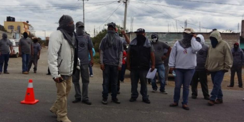 Detienen pobladores a 7 presuntos miembros de los Tequileros