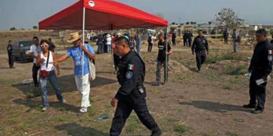 Anuncia PGR exhumación de restos humanos en fosas de Morelos