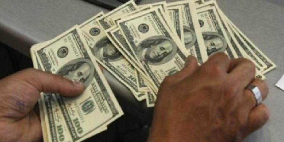 Cierra dólar en $19.34 en bancos capitalinos