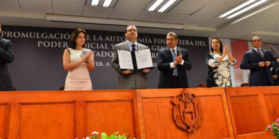 Promulga Duarte autonomía financiera de dos instancias estatales