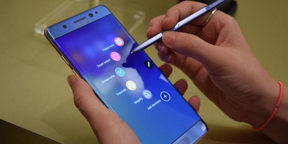 Por crisis de Galaxy Note 7, Samsung ofrece celular en aeropuertos de EU